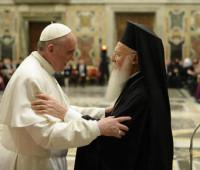 Papa Francisco reza pela unidade em celebração ecumênica