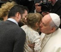 Papa Francisco: pai ausente deixa graves feridas nos filhos