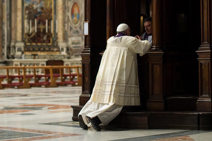 Papa se confessando