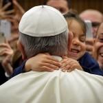 Papa Francisco com criança