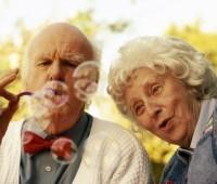 Casais provam que nunca estamos velho demais para a diverção