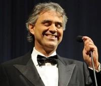Andrea Bocelli cantou pela família
