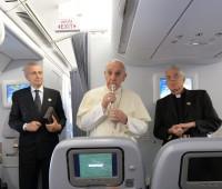 Papa: aos que o chamam de Comunista, Antipapa e questionam se é Católico