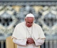 Papa Francisco pede perdão pelos escândalos em Roma e no Vaticano