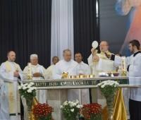 Arcebispo de Curitiba preside a Santa Missa no segundo dia do Congresso