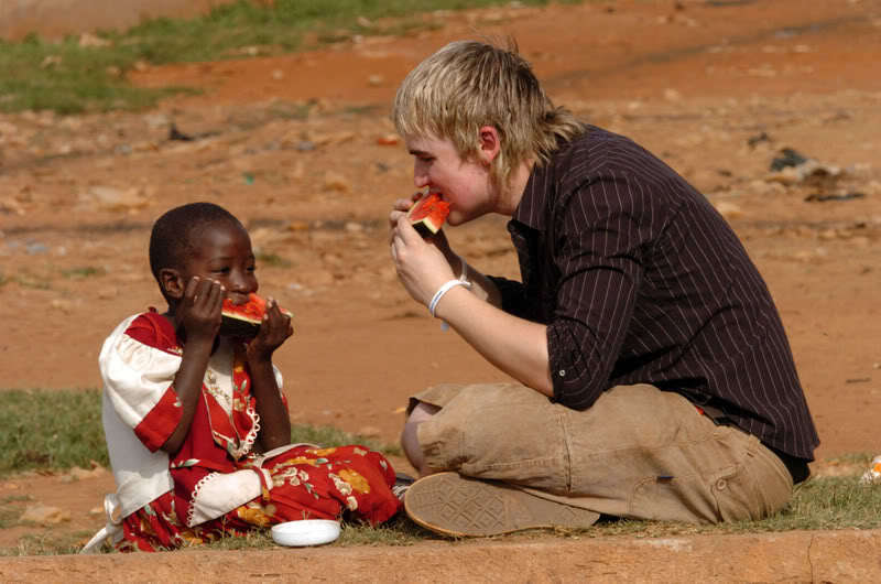 TOM FLETCHER OF BOY BAND McFLY FILMING THEIR NEW VIDEO FOR COMIC RELIEF IN A KAMPALA SLUM IN UGANDA PIC ARTHUR EDWARDS