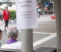O exemplo do padre argentino que ofereceu seus serviços em praça pública e comoveu as redes sociais