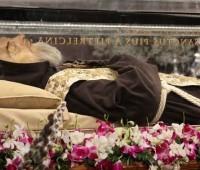 Corpos incorruptos de Padre Pio e São Leopoldo Mandic em Roma