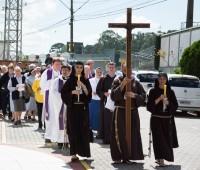 Curso para vida consagrada encerra com a passagem dos religiosos pela Porta Santa