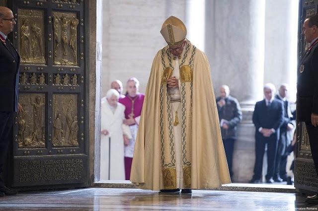 Papa Abrindo Porta santa