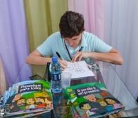 Lançamento da coleção de livros infantis após Grupo de Oração