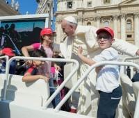 """Papa Francisco: """"A Igreja é a família de Jesus, é aonde ele deposita o seu amor"""""""