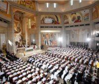 Missa no Santuário de São João Paulo II: Jesus entra em nós com a sua misericórdia