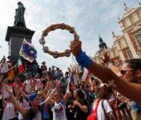 Papa agradece aos voluntários: memória, coragem, futuro