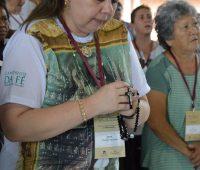 Terço Mariano abre o 2º dia de Congresso