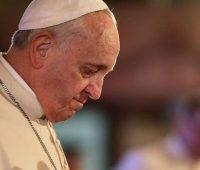 Papa reza pelos mortos durante rebelião em Manaus e pede prisões mais dignas