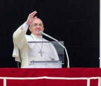 Papa: Deus é sempre o primeiro a procurar-nos, a amar-nos