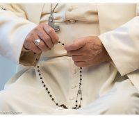 Papa: confiemo-nos cada dia a Maria e rezemos o Terço