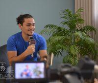 Cantor Thiago Brado participa do Grupo de Oração no Santuário da Divina Misericórdia
