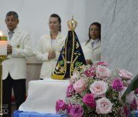 Tradicional Missa em honra a Nossa Senhora Aparecida reúne centenas de fiéis no Santuário