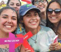 """Papa ensina """"senha"""" de vida aos jovens no Chile"""