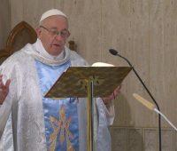 A Igreja é mulher e mãe como Maria, afirma Papa