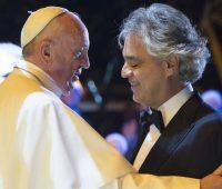 Andrea Bocelli faz reflexão sobre a fé poucos dias antes de cantar diante do Papa