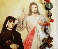 Terço da Misericórdia: 83 anos que Jesus ensinou à Santa Faustina