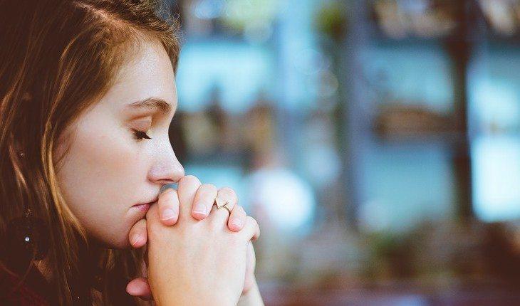 Resultado de imagem para mulher orando