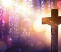 Diante do medo, fixa o seu olhar na Paixão de Jesus