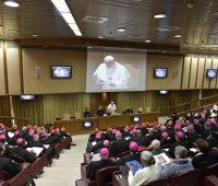 Vaticano anuncia medidas concretas para lutar contra abusos de menores