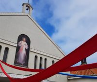 Carreata com imagem de Jesus Misericordioso no Domingo da Misericórdia