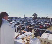 Missa Drive-In acontece todos os domingos no Santuário
