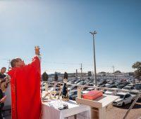 Santa Missa de Corpus Christi pelo sistema Drive-In no Santuário da Divina Misericórdia
