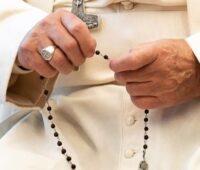 Papa Francisco: a oração acalma as nossas inquietudes
