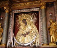 Com a Mãe da Misericórdia superamos a semente da desconfiança