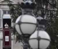 Papa afirma que não há crise que apague a luz do Natal