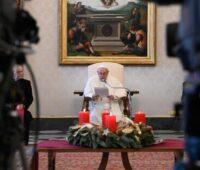 """""""Até a morte treme quando um cristão reza"""" afirma o Papa Francisco"""