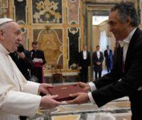 Papa Francisco recebe embaixadores e ressalta a importância de construir um mundo mais justo