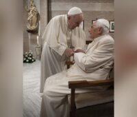 Papa Francisco e Papa Emérito Bento XVI já foram vacinados contra a covid-19