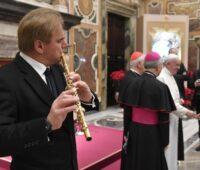 Papa Francisco: um bom músico sabe o valor do silêncio