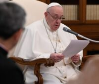 """""""A oração nos ajuda a amar os outros"""", afirma o Santo Padre"""