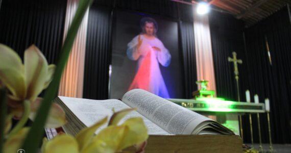 """Grupo de Oração """"Sete noites de louvor rezando com os Salmos"""""""